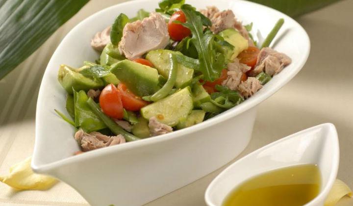 Салат с тунцом. Простой рецепт салата с консервированным тунцом