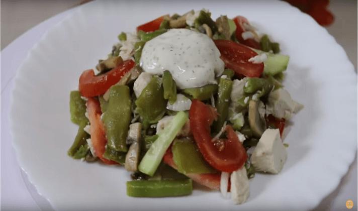 Салат с консервированным тунцом и зелёной фасолью