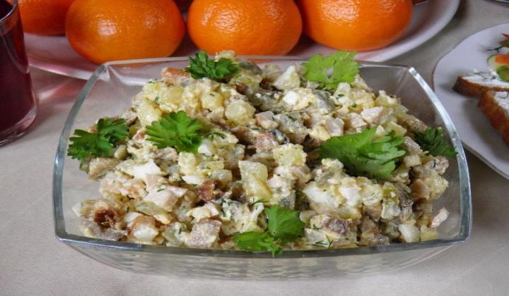 Салат с грибами и курицей - 6 рецептов приготовления очень вкусных салатов