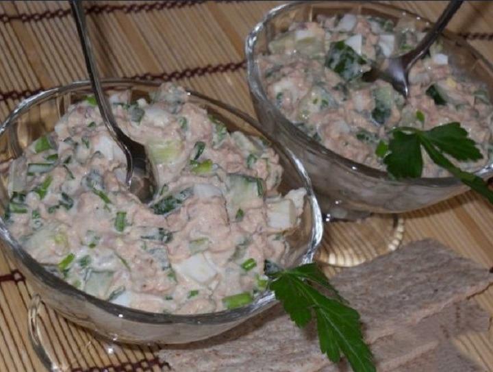 Закуска с тунцом, яйцом и огурцом