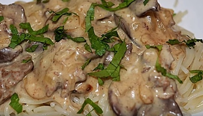 печень с грибами и сливками