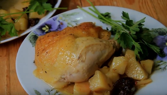 курица с черносливом картофелем
