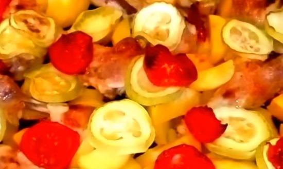 запеченная курицы с картофелем и овощами