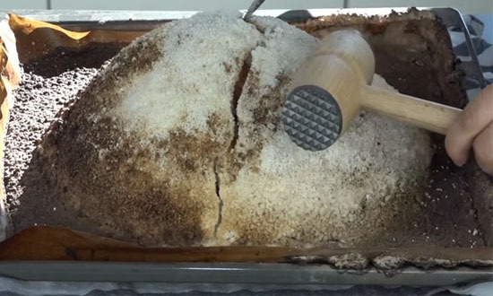 разбить соляную корку