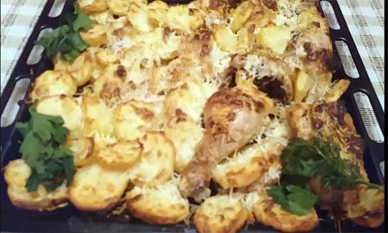 готовая курица с картошкой в майонезе с чеснаком