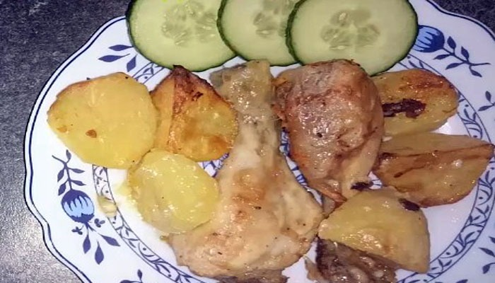 курица с картофелем и сметаной с чесноком
