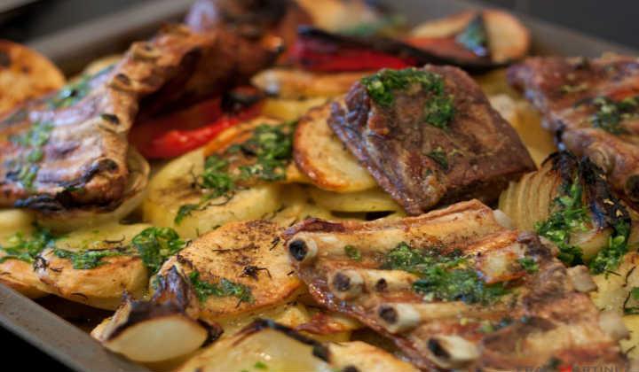 Свиные рёбрышки в духовке с картошкой