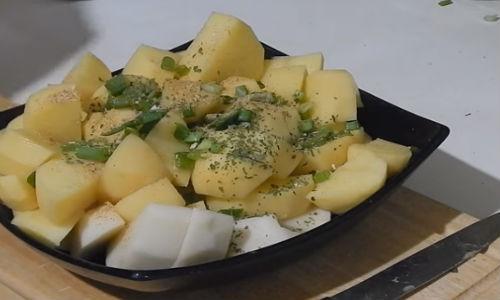 Добавляем в картошку специи