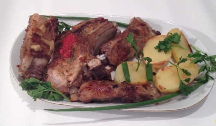 Свиные рёбрышки с картошкой в духовке, в фольге