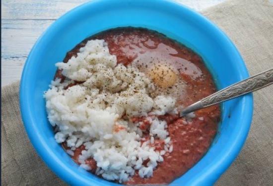 Добавить рис и яйцо