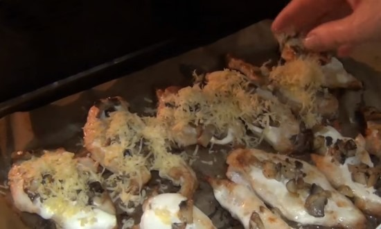 sprinkle with champignon cheese chops
