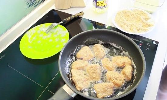 жарить на сковороде
