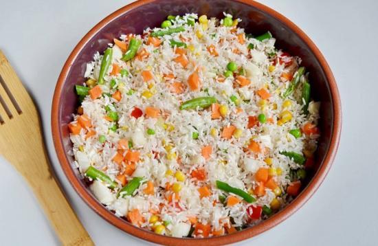 Выложить овощи в форму