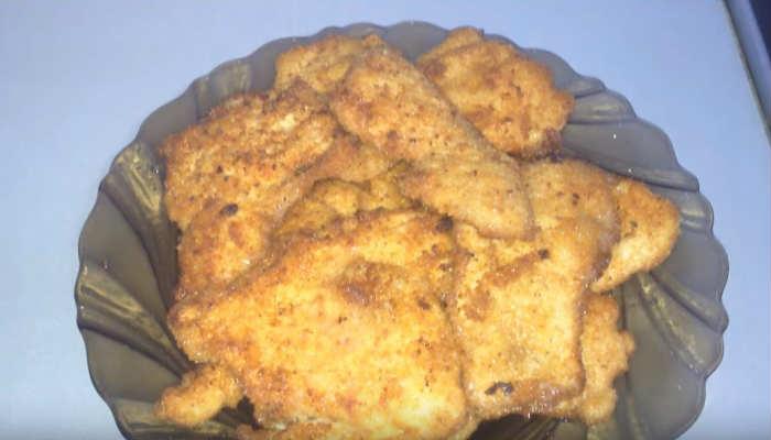 Отбивные из куриной грудки в сухарях