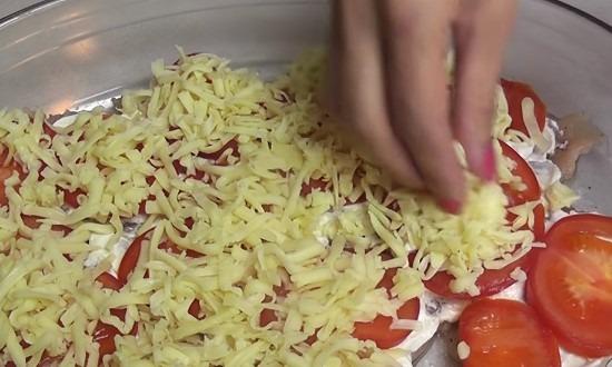 посыпаем отбивные сыром