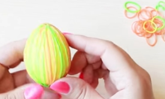 надеть любое количество резинок на яйцо
