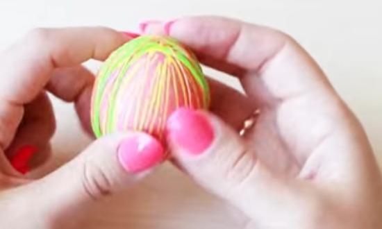 снять резинки и обсушить яйцо