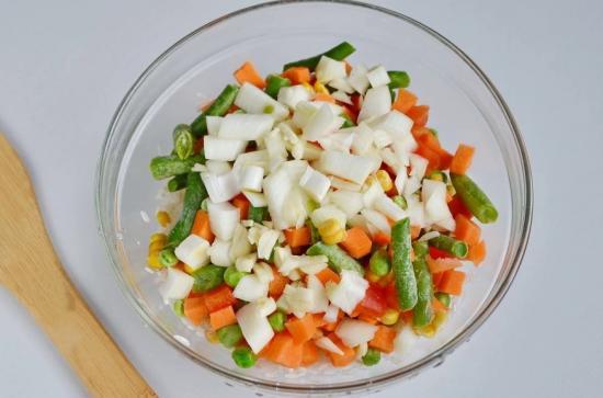 Добавить овощную смесь