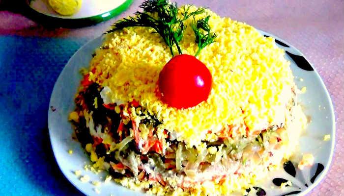 Слоёный салат с куриной печенью