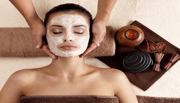 Moisturizing mask for dry skin at home