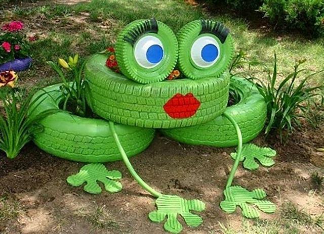 фигурка лягушки из покрышек