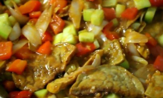 тушим овощи в сковороде