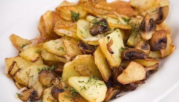 Картошка с подберёзовиками, жареная на сковороде