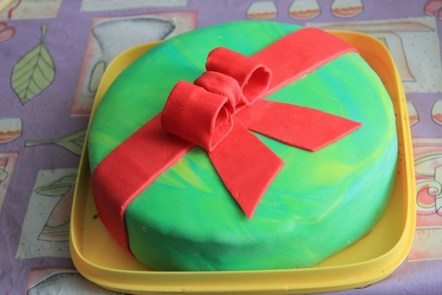 торт с бантом из мастики