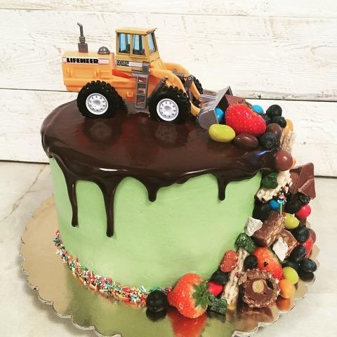 торт с игрушкой для мальчика