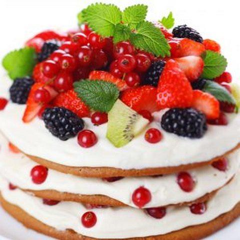 украшение торта целыми ягодами