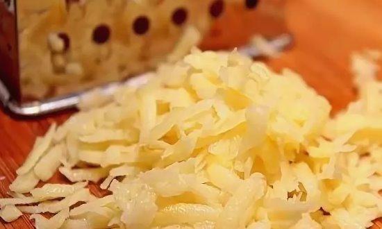 Измельчаем сыр