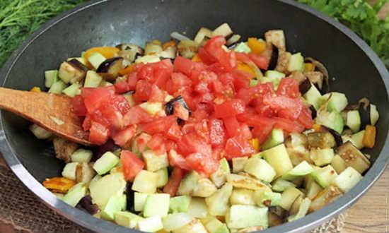 закладываем помидоры