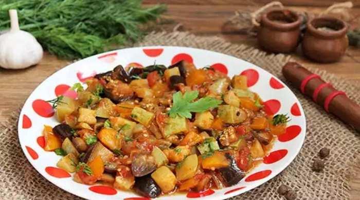 Рагу из овощей с кабачками и баклажанами
