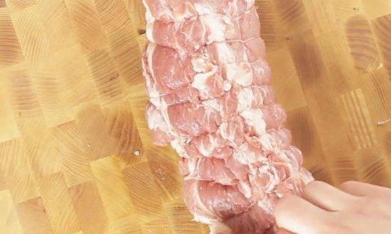 Обвязываем шпагатом мясо