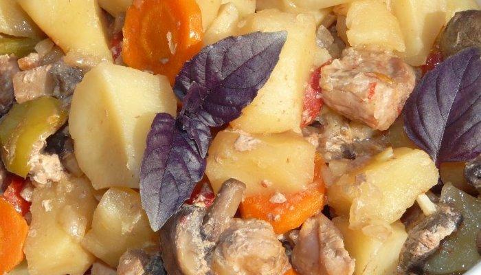 Свинина с овощами, запечённая в рукаве