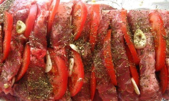 Начиняем томатами и чесноком