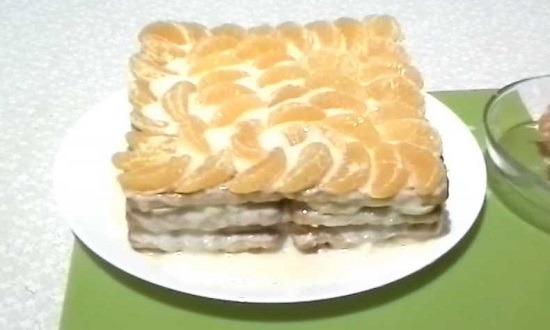 выложить мандарины на готовый торт
