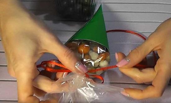 заполнить конфетами