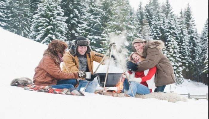 Зимнее празднование дня рождения на природе
