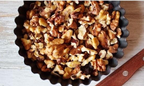 обжариваем грецкие орехи