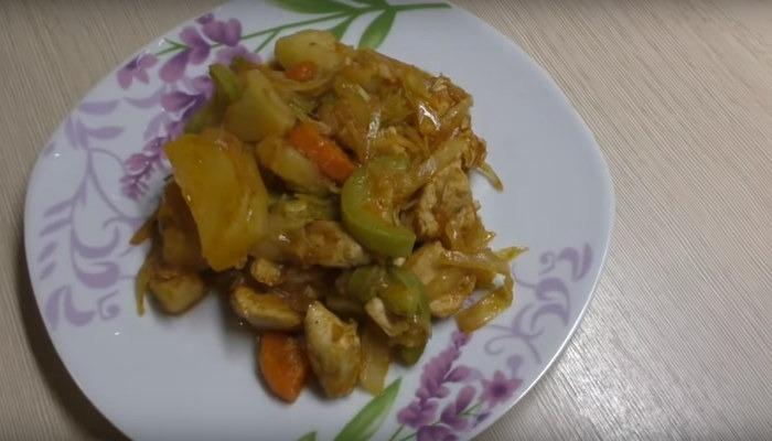 Рагу с курицей и овощами в мультиварке