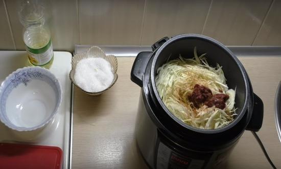 добавляем томат пасту