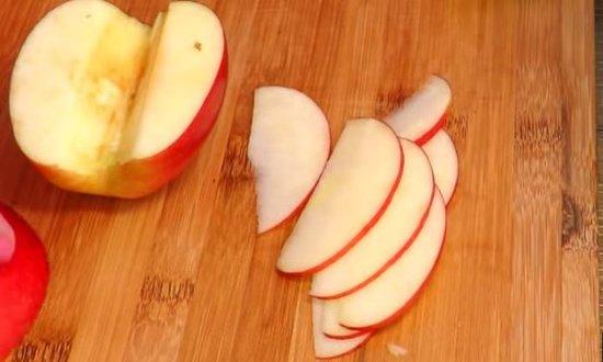Режем пластинами яблоки