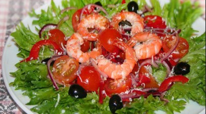 салаты с креветками и помидорами