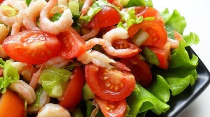 Очень вкусный салат с креветками и помидорами — простые рецепты домашнего салата