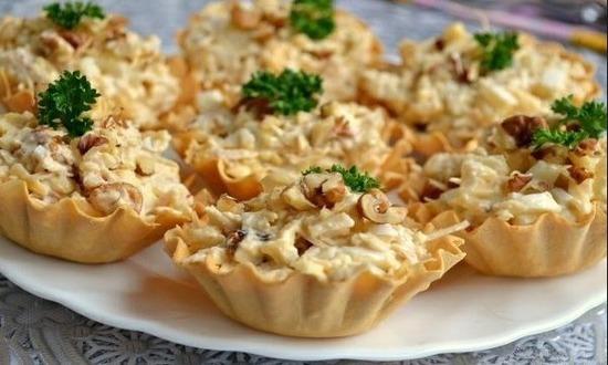 Сырный с солеными грибами