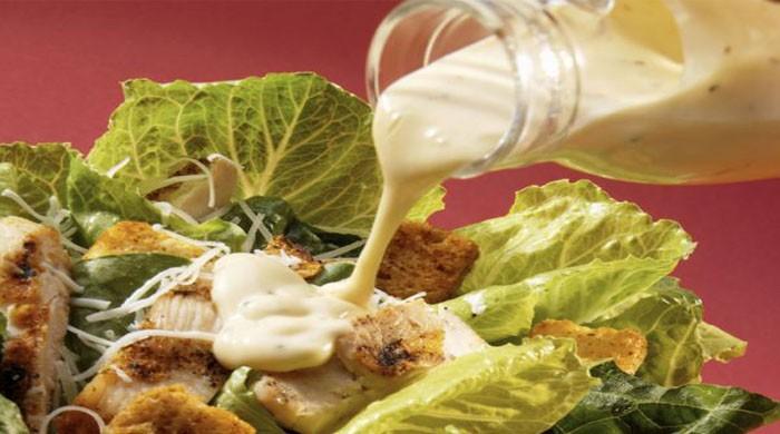 """Как приготовить соус к салату """"Цезарь"""" — простые рецепты в домашних условиях"""