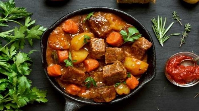 Как приготовить гуляш из говядины с подливкой, чтобы мясо было мягким