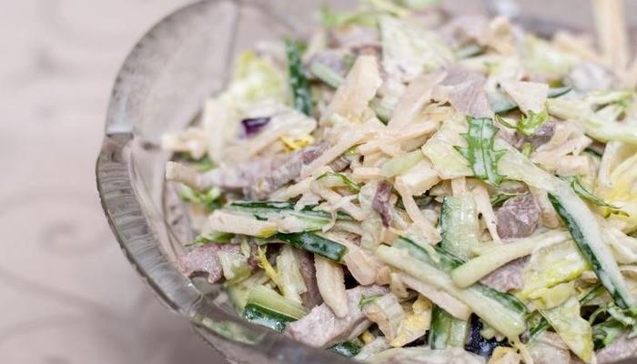 Салат из свиного языка и ананасов