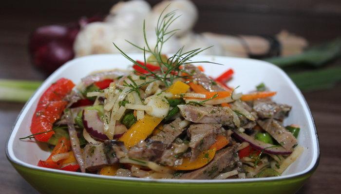 Салат из свиного языка с болгарским перцем